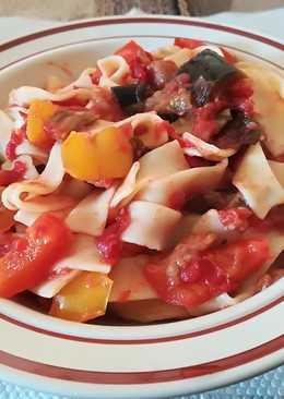 Ταλιατέλες με σάλτσα ντομάτας & μελιτζάνα