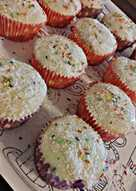 Ελαφριά cupcakes με λεμόνι και νιφάδες Ινδοκάρυδου
