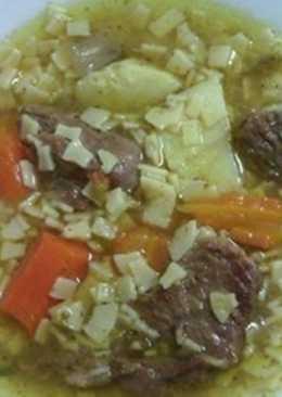 Μοσχάρι σούπα με χυλοπιτάκι