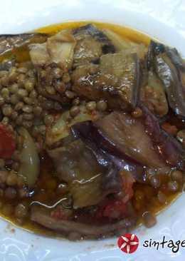 Φακές με μελιτζάνες και πετιμέζι ροδιού (Mualle)