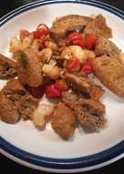 Ντάκος-Σαγανάκι με γαρίδες