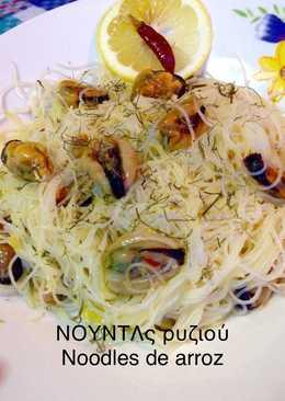 NOODLS ρυζιού με μύδια και φινόκιο