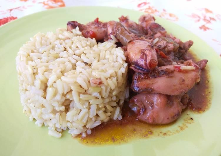 Καλαμαράκια κοκκινιστά με ρύζι