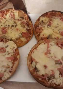 Ατομικές πίτσες από πίτα σουβλάκι