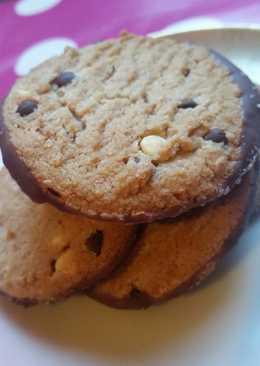 Μπισκότα με φυστικοβούτυρο και κομματάκια σοκολάτας