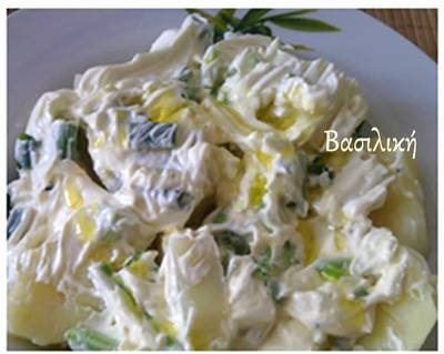 Πατατοσαλάτα με φρέσκα κρεμμυδάκια και τυρί κρέμα