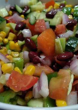 Σαλάτα με ντομάτα και κόκκινα φασόλια