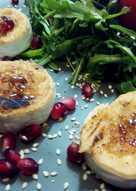 Σαλάτα ρόκα με καραμελωμένο κατσικίσιο τυρί