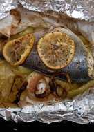 Τσίπουρα στην λαδόκολλα με ψητά λαχανικά
