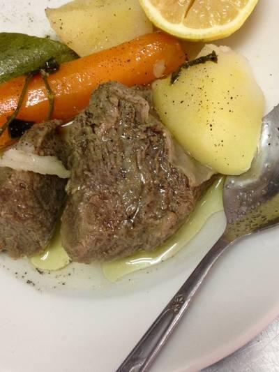 Βραστό μοσχάρι με λαχανικά