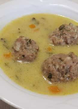 Γιουβαρλάκια σούπα αυγολέμονο στη χύτρα
