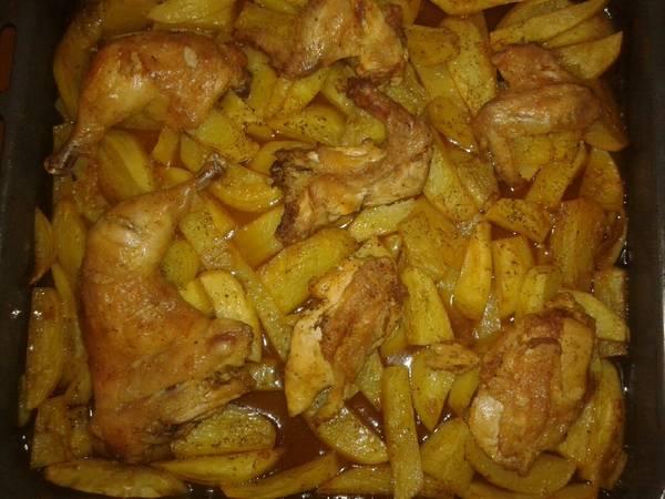 Κοτόπουλο στο φούρνο με πατάτες