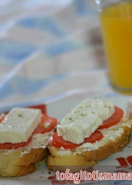 Ψωμί με τυρί σε κρέμα, ντομάτα και φέτα!