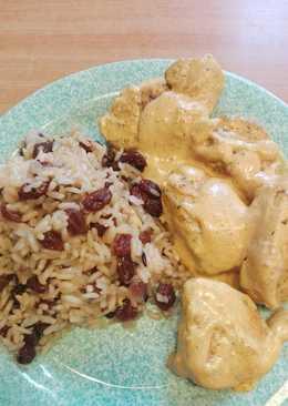 Κοτόπουλο αλά κρεμ... Ρυζάκι με σταφίδες.