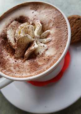 Ζεστή σοκολάτα με κουβερτούρα και σαντιγί☕