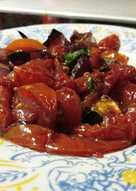 Καραμελωμένα κρεμμύδια και ντομάτες στο φούρνο: το πιο καλοκαιρινό συνοδευτικό!