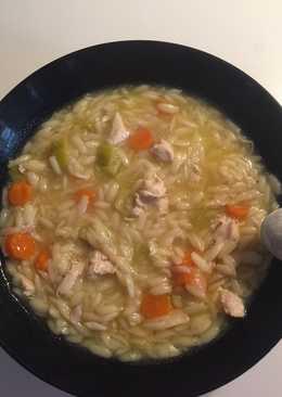 Κοτόσουπα εύκολη και γρήγορη με κριθαράκι