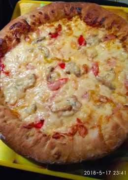 Πίτσα με γέμιση τυρί κρέμα