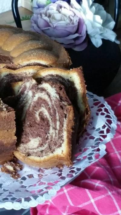 Κέικ δίχρωμο αφράτο... μυρωδάτο!!