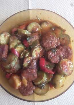 Καλοκαιρινά λαχανικά με λουκάνικα