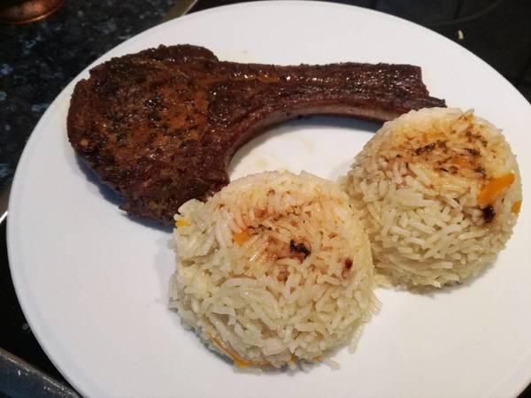 Μπριζόλες χοιρινές στον φούρνο παραδοσιακές με ρύζι μπασμάτι