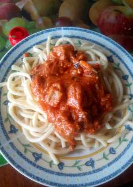 Μακαρόνια με κόκκινη σάλτσα, μελιτζάνα και φέτα