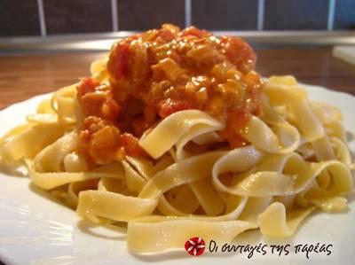 Μακαρονάδα με σάλτσα τόνου-γιαουρτιού