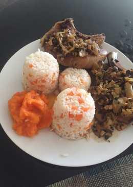 Χοιρινά μπριζολάκια με σάλτσα πιπεράτη, με μανιτάρια και ρύζι με καρότο