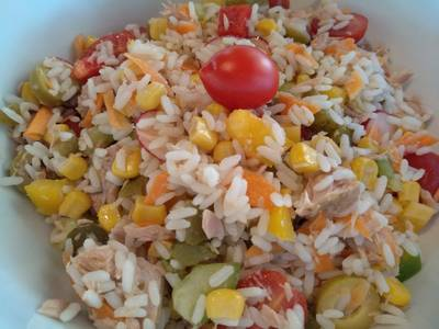Σαλάτα με τόνο και ρύζι