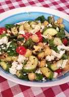Σαλάτα με ψητά κολοκυθάκια, ρεβίθια και φέτα