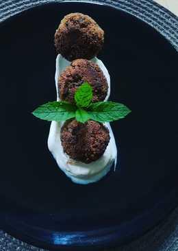 Μελιτζανοκροκέτες με σως γιαουρτιού
