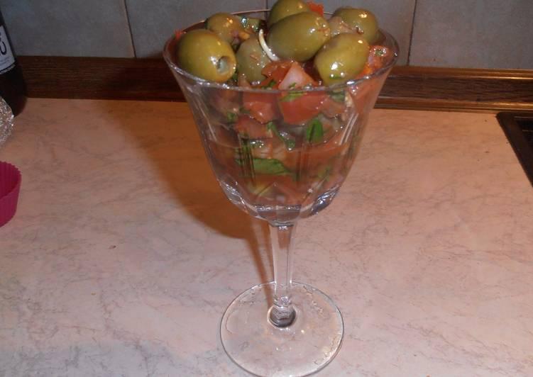 """Σαλάτα με ελιές. """"Bazerkani"""" (αρμένικη συνταγή)"""