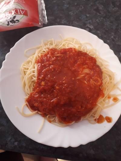 Μακαρόνια με εύκολη νόστιμη σάλτσα ντομάτας