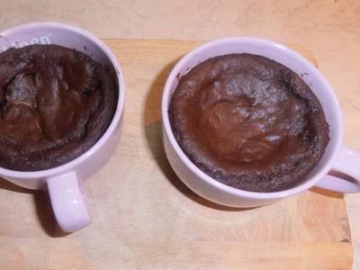 """""""Κουπάτο"""" σοκολατένιο κέικ με """"καρδιά"""" που ξεχειλίζει από αγάπη"""