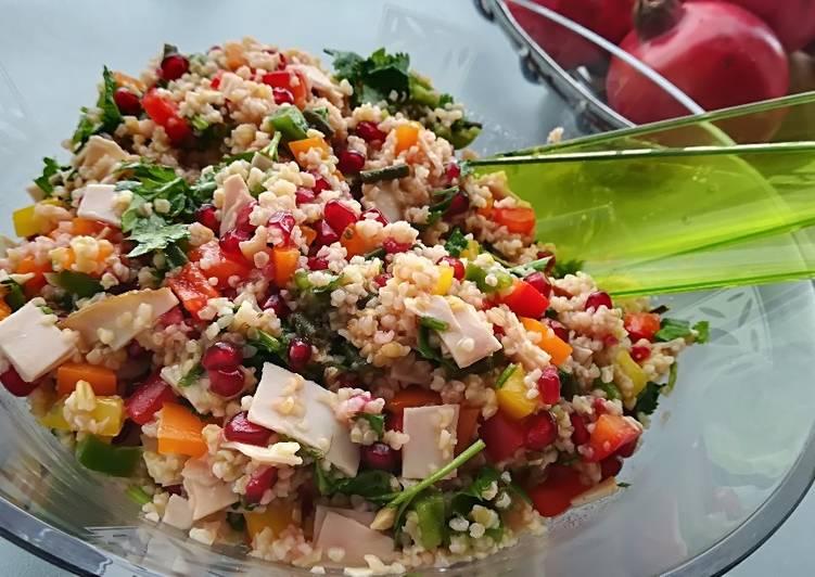 Χορταστική σαλάτα με πλιγούρι, ρόδι και σύκο