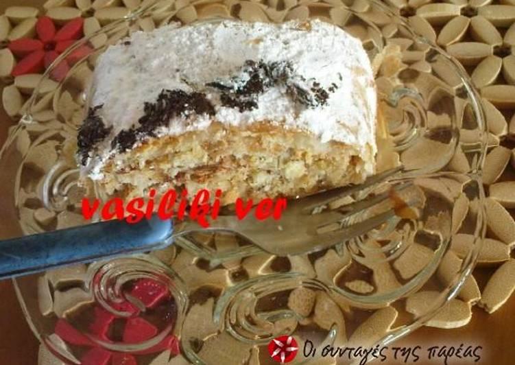 Στρούντελ με περισσεύματα κέικ ή τσουρέκι
