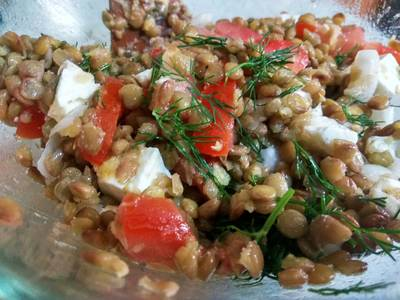 Φακές σαλάτα με ντομάτα, κρεμμύδι, φέτα και άνηθο