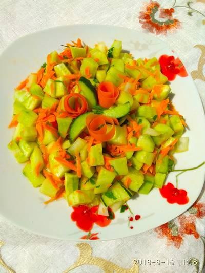 Σαλάτα με αγγούρι και καρότο