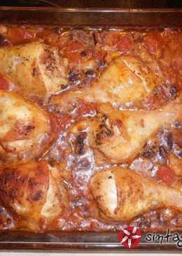 Μπουτάκια κοτόπουλου μπρεζέ, με ντομάτα και αρωματικά