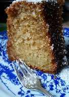 Σιροπιαστό κέικ με εξωτική καρύδα και γιαούρτι.
