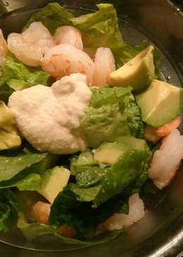 Πράσινη σαλάτα με γαρίδες, αβοκάντο κ ταραμοσαλάτα