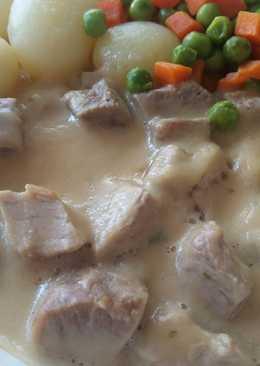 Αρνάκι λεμονάτο στην κατσαρόλα με μουστάρδα, κρασί και πατάτες μίνι στον ατμό
