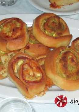 Στριφτά ταρτάκια με αφράτη ζύμη ρικότας και ζαμπόν-τυρί