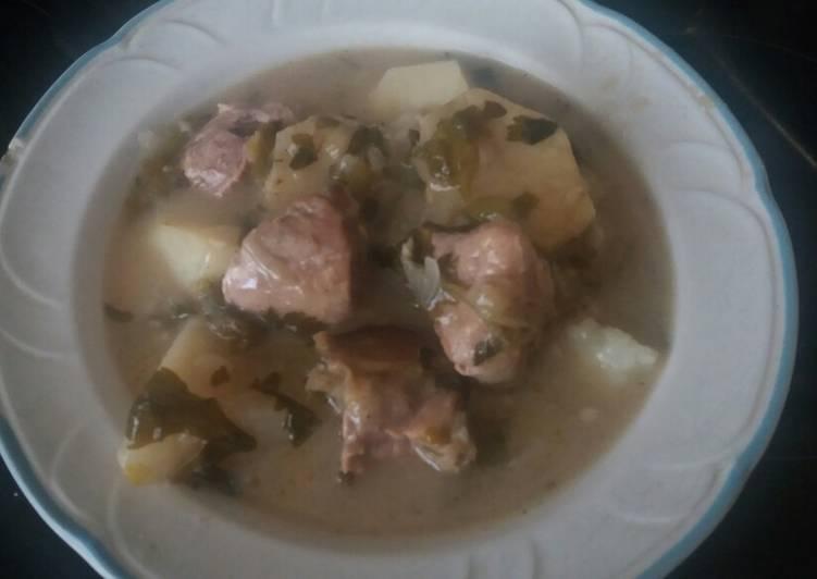Χοιρινό με πατάτες και σέλινο (σελινάτο)