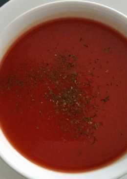 Ντοματόσουπα βελουτέ με κρέμα γάλακτος, πράσο και φρέσκο βασιλικό