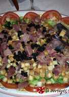 Πολύχρωμη σαλάτα με ξηρούς καρπούς