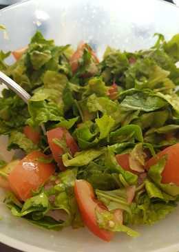 Δροσερή σαλάτα με σως μελιού