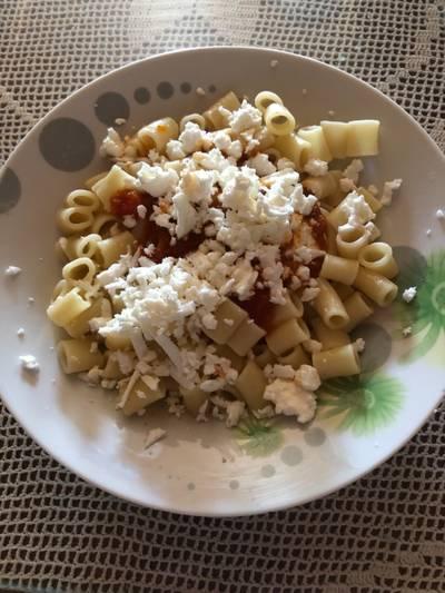 Κοφτό μακαρόνι με σάλτσα