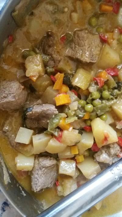 Μοσχαράκι λεμονάτο με λαχανικά