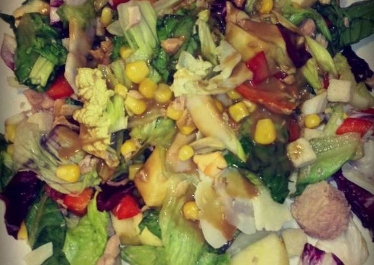 Πολύχρωμη σαλάτα με τόνο και μήλο (Tunapple)